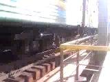 Как калбасит на мосту при прохождении поезда